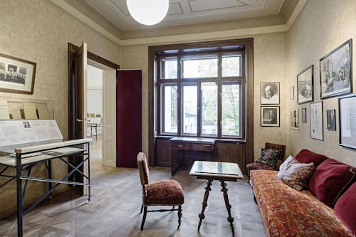 Freud's waiting room