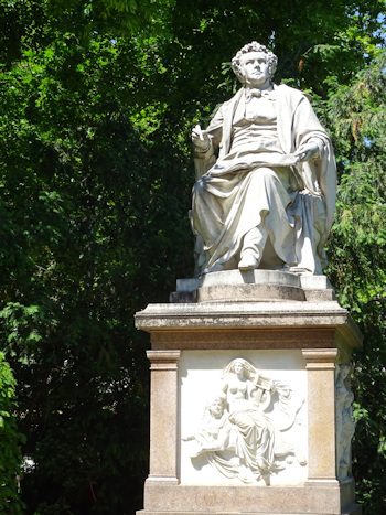 Full Schubert statue