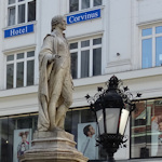 Haydn statue and lamp