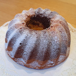A whole Guglhupf cake