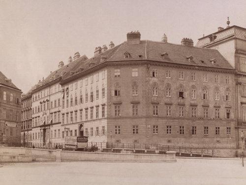 Karlsgasse around 1904