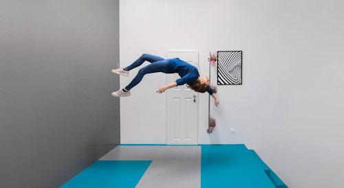 Floating illusion